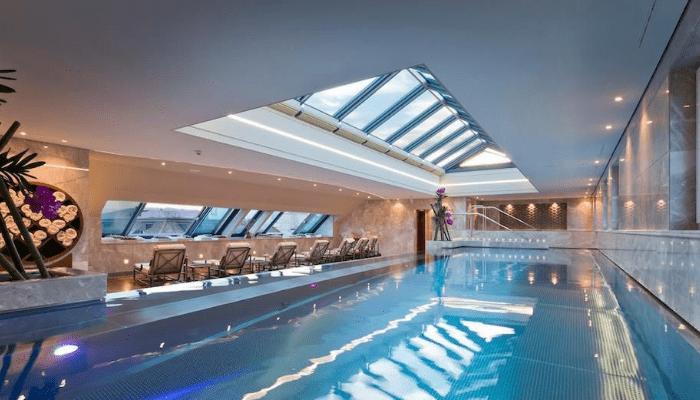 Piscina Cubierta De Four Seasons Hotel des Bergues Geneva