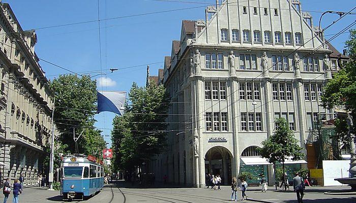 Bahnhofstrasse y el Bahnhof