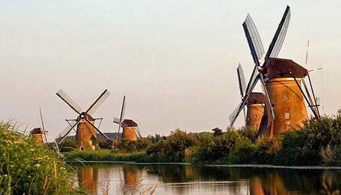Viejos molinos de viento en Kinderdijk
